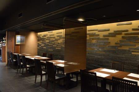 飲食店ままやの空気がきれいな店内の画像