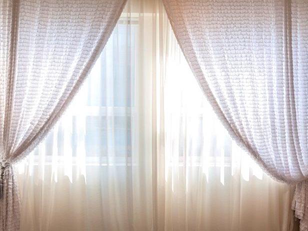 日差しをさえぎるカーテン