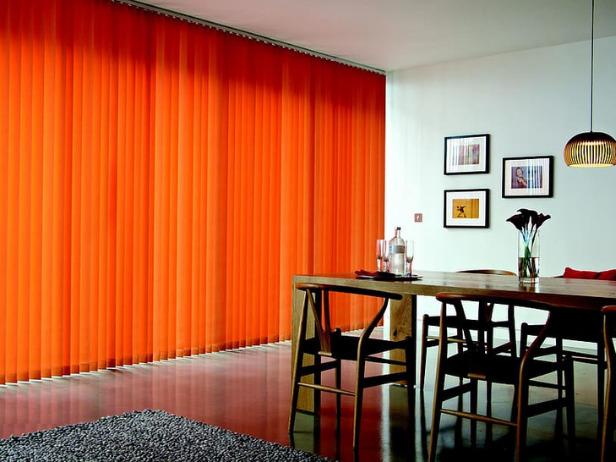 暖色系のカーテン
