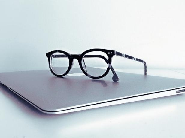 ブルーライトカットメガネとPC