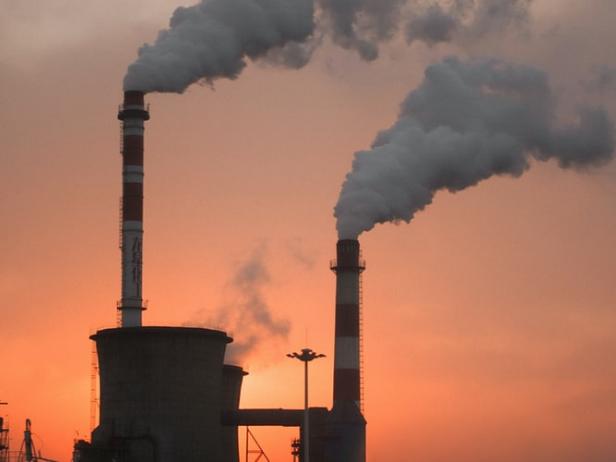 温室効果ガスを排出する工場